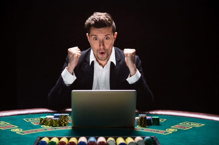 4 Reasons Why People Visit Online Casinos